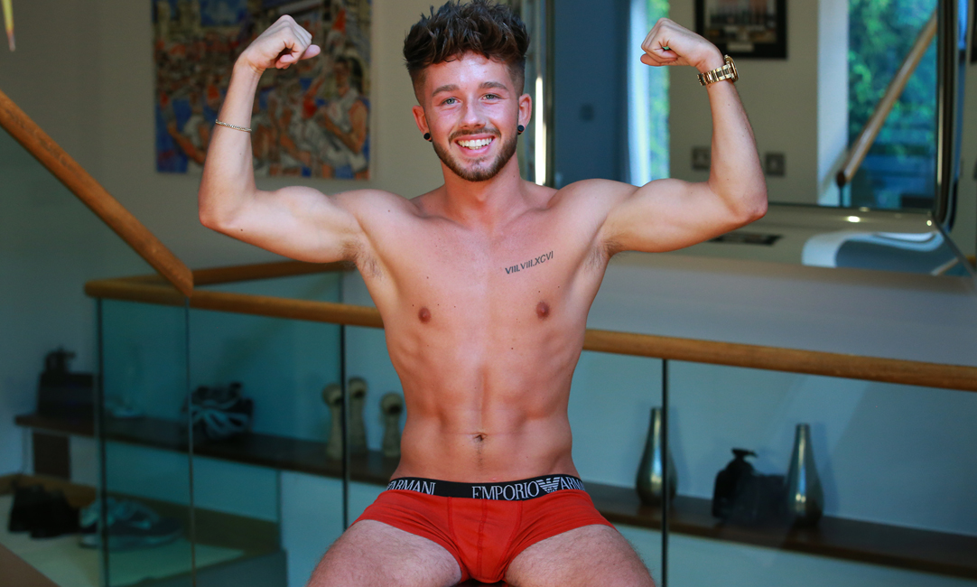 38 Min Video of Young Social Media Star Ed Naked & Hung!